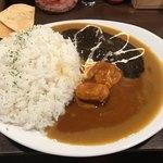 93519585 - 赤黒ハーフ&ハーフ(900円) ご飯大盛り(400g)