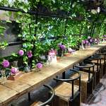 青山フラワーマーケットティーハウス - 9月下旬のこの日のお花はダリアでした