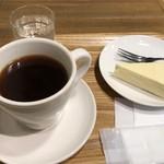 ピース コーヒーロースターズ - 本日のコーヒーとチーズケーキで648円