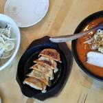 さくら - 極上はまぐり潮麺、旨辛みそ麺、鉄板焼き餃子