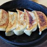 さくら - 鉄板焼き餃子350円