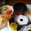 ワンモア - 料理写真:おにぎりとサンドのセット 600円