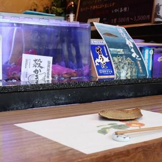 お寿司屋さんとは思えないお洒落なカウンター