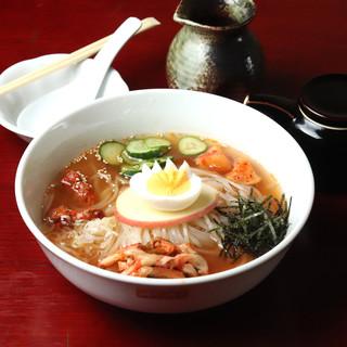 〆も美味しく。スープにこだわった【冷麺】と【カルビラーメン】