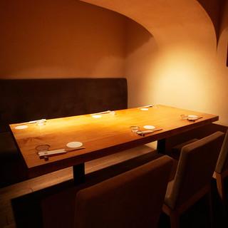 最大10名様までご利用可能な個室は、接待や会食に最適です。