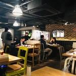 熟成焼肉 肉源 - 店内は広々空間!