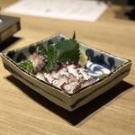 もつ唐と水炊きもつ鍋 由乃 - マダコのお刺身