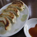 大和屋 - 大きな餃子が5ヶも・・
