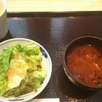 93530977 - さがりステーキ御膳 (サラダ、味噌汁)