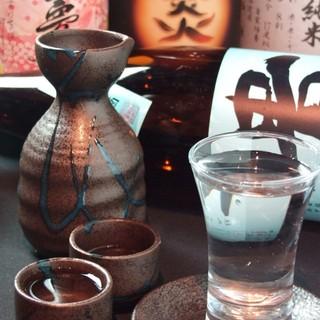 """こだわり""""焼酎30種""""全国各地の""""日本酒17種"""""""