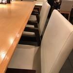 93532477 - 大きなテーブル席