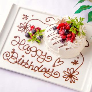 記念日・誕生日には、お店特製ケーキをプレゼント!