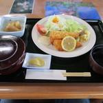 姫鶴荘 - あまごフライ定食