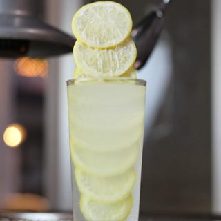 焼肉のお共の新定番!凍らせたレモンたっぷりのレモンサワー*