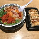 丸源ラーメン - 辛肉そば+餃子