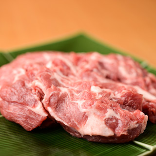 【ラム肉の概念を覆す】クセなし!『ラムチャック』一本で勝負。