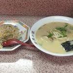 さつまラーメン - ラーメン、ヤキメシ750円 ヤキメシ食いかけ