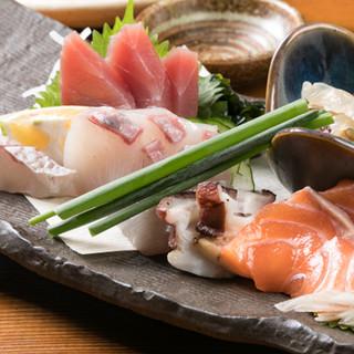 毎朝仕入れる新鮮な魚介類とお野菜のを思う存分ご堪能ください