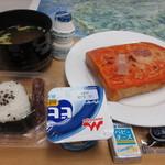 ラクサホテル - 料理写真:無料セルフ朝食 一日目