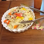 個室×カフェ&チーズバル dolloom - クリームパスタは、キノコがたくさん入ってて、美味しかったです。