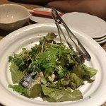 豚工房 どんぐり - 秋刀魚のソテーのグリーンサラダ。こいつは美味い。秋刀魚さん万歳(^◇^)