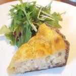 Le Midi - 料理写真:ベーコンときのこのキッシュ