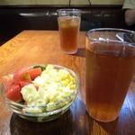 MEAT×WINE BISTRO DOMANNAKA - サラダ+ウーロン茶