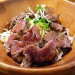 MEAT×WINE BISTRO DOMANNAKA - ハラミ丼