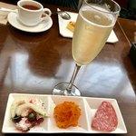 ディアボロ バンビーナ ドゥエ - ちょい呑みAセット…¥780(外税) お好きなドリンクのスパークリングワイン +プチ前菜3種盛り