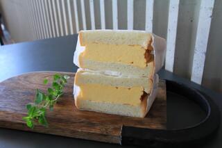 YOUR TABLE - ふわふわタマゴの厚焼サンド