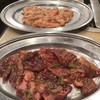 平和園 - 料理写真:手前黒ハラミ90gと奥は定食のホルモン