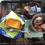 93564974 - ケーキセット税込850円♤洋梨のタルトとアイスコーヒー