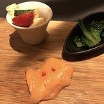 パフェ、珈琲、酒 『佐藤』 - カプレーゼ、サーモンのカルパッチョ、小松菜のおひたし