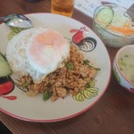 トムヤム食堂 - ガパオライス