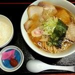 金ちゃん - 料理写真:チューシューメン830 円にサービスライス