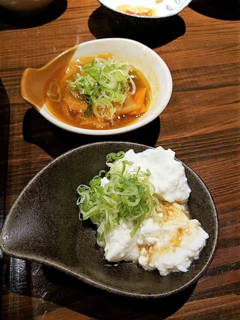 海華月 乃木坂店 - キムチ鍋と手前は手作り豆腐