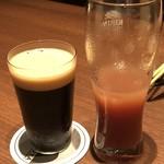 EBISUYA - ◆アフタダーク(ブラックラガー:780円)・・口当たりがよく飲みやすいとか。*グラスが小さいのでカシスオレンジと比べてみました。(^^;) クラフトビールは滅多にいただかないので詳しくないのですが、ビールにより量を変えられるものなのかしら。