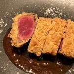 EBISUYA - ◆A5ランク 黒牛和牛 レアカツ(2500円) ソースの味わいもいいですし、噛むとジューシーで旨みを感じます。