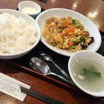 93578181 - 豚肉と卵とキクラゲの炒め定食  550円❕