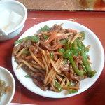 Saimien - 牛肉とピーマン炒めアップ!一皿のおかずの量はとても多いです。