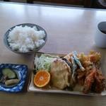 93580551 - イワシフライと野菜の天ぷら、ご飯大、漬物