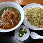台湾料理 四季紅 - ラーメンセット(台湾ラーメン+高菜チャーハン) 780円