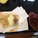海鮮丼 とろ作 - セットの天ぷら