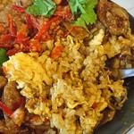 中華料理 八戒 - 四川麻婆カレーの下は「カレー炒飯」