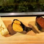よしの寿司 - 料理写真:おまかせの三貫