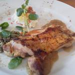 93589250 - 鶏もも肉のグリル グレイビーソース
