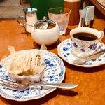 カフェ・シャローム - 和栗のモンブランとブレンドコーヒー