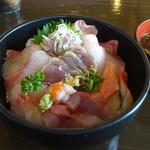 勝 - 料理写真:地魚丼1728円