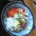 9359021 - いくら鮪シラス三色丼(1,800円)