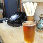 とんかつ美乃屋 - 黒電話とウーロン茶